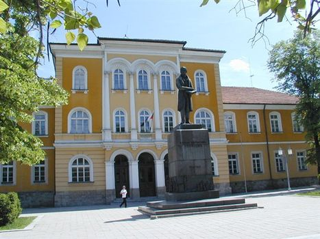 Априловската гимназия