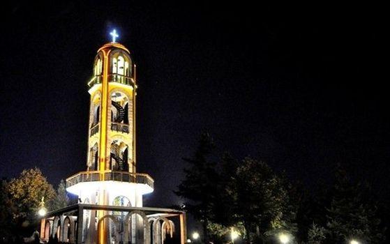 Камбанарията през нощта