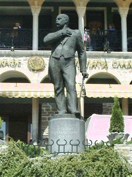 Статуя на Стефан Стамболов