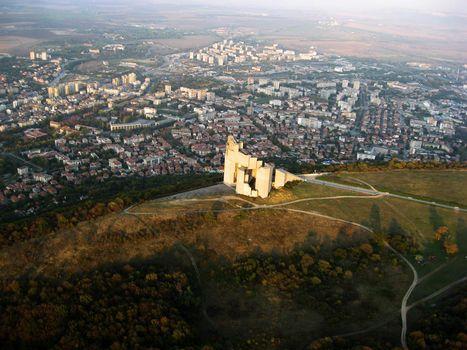 изглед към Паметника и град Шумен