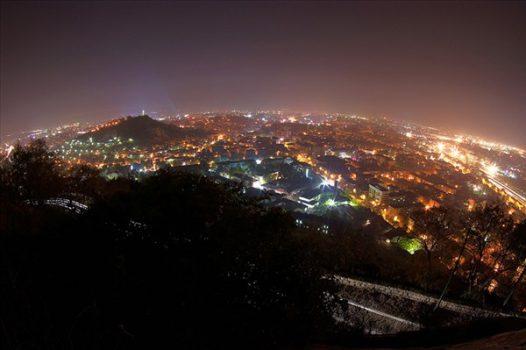 изглед към нощен Пловдив