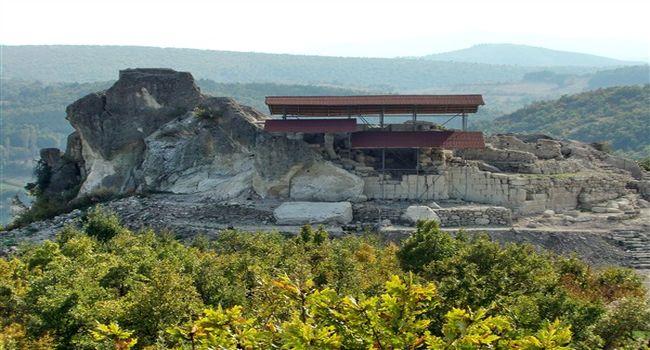 хълмът и светилището - село Татул